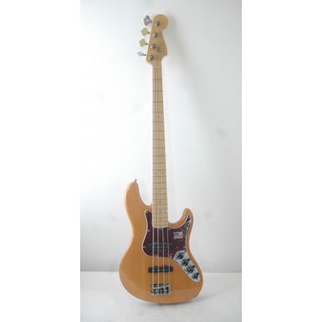 Fender American Deluxe Jazzbass Maple Fingerboard Amber