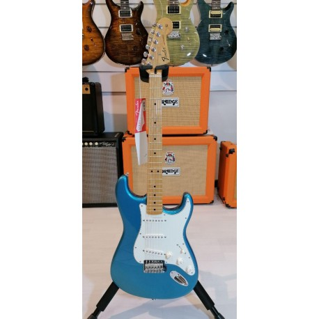 Fender Standard Stratocaster Maple Fingerboard Lake Placid Blue
